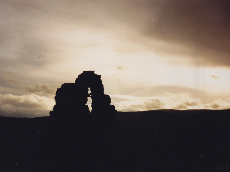 Andy_Goldsworthy_Touch_Stone_North z_800x600 (9BV)